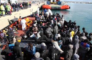 Maurizio Lupi, ministro de Transporte de Italia, dijo que los agresores utilizaron una lancha.