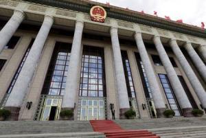 """La policía de China dijo el martes que había detenido a cerca de 15.000 personas por delitos que """"ponen en peligro la seguridad de internet"""", en un momento en el que el Gobierno trata de reforzar los controles en la red. En la imagen, el Parlamento de China en Pekin el 18 de junio de 2015. REUTERS/Jason Lee"""