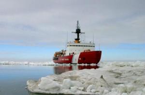Guardacostas estadounidenses el 3 de julio de 2013 en el Ártico (US COAST GUARD/AFP/Archivos   PO3 Rachel French)