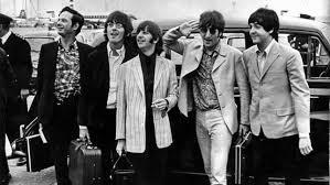 Vendido por 93.750 dólares el primer contrato discográfico de The Beatles. eldiario.es