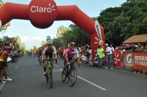 Argeni Rivas del Equipo Priza, Nicaragua, gana por segundo año consecutivo gana el circuito de la Avenida Bolivar. Foto: Ali B. del Castillo | CAWTV