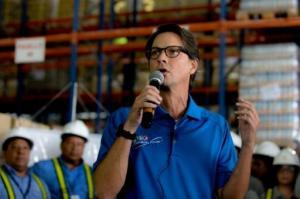 El empresario venezolano, Lorenzo Mendoza, preisdente de Empresas Polar habla durante una rueda de prensa, el 27 de octubre de 2015 en Maracay (AFP | FEDERICO PARRA)