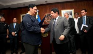 La presidenta de la Asamblea Legislativa, Lorena Peña, y el ministro de Justicia y Seguridad, Benito Lara. (Foto: Secretaría de Comunicaciones)