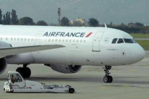 Un avión de la aeorlinea francesa Air France en el aeropuerto de Marsella en Marignane, Francia el 5 de octubre de 2015 (AFP/Archivos | Boris Horvat)