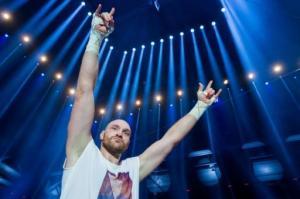 El británico Tyson Fury celebra su victoria contra el ucraniano Vladimir Klitschko, el 28 de noviembre de 2015, en Düsseldorf (DPA/AFP | ROLF VENNENBERND)