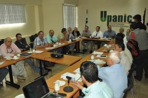 El Ing. Pablo Martínez, ministro del MTI reunido con la Junta Directiva de Upanic. Foto: Ali B. del Castillo | CAWTV