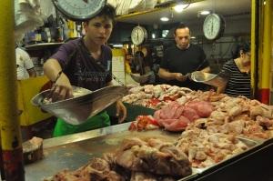 La libra de pollo nacional subió 2 córdobas por libra a partir del pasado viernes. Fotos: Ali B. del Castillo   CAWTV