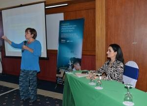 En la fotografía aparece Bertha Rosa Guerra, experta en Trabajo Infantil, presentado la Memoria Analítica de Proniño. A la derecha, Catalina Chávez, Especialista en Responsabilidad Corporativa de Telefónica Movistar Nicaragua.