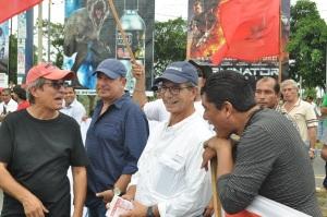 Eduardo Montealegre en un plantón de miércoles de protesta en la rotonda Rubén Darío. Foto archivo de CAWTV.