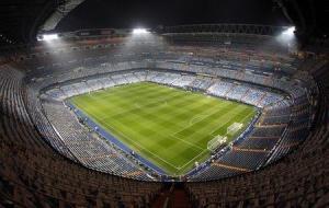En la imagen de archivo se ve una vista general del estadio Santiago Bernabéu el 10 de diciembre de 2011. REUTERS/Sergio Pérez