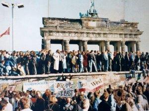 Un error durante una rueda de prensa precipitó la caída del Muro de Berlín (Wikimedia commons)