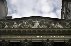 ARCHIVO- Esta foto de archivo del 24 de agosto de 2015 muestra la Bolsa de Valores de Nueva York. (Foto AP/Seth Wenig, Archivo)