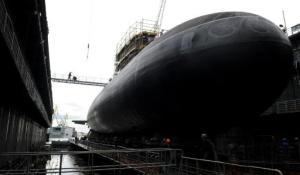 El submarino de torpedos ruso Rostov-on-Don en el astillero Admiralteiskiye en San Petersburgo el 26 de junio de 2014 (AFP/Archivos | Olga Maltseva)