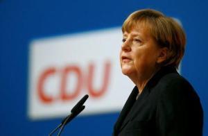 La canciller alemana Angela Merkel da un discurso en Karlsruhe, Alemania, 14 de diciembre de 2015. REUTERS/Kai Pfaffenbach