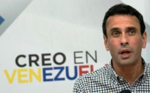 El líder opositori venezolano Henrique Capriles, en una rueda de prensa en Caracas el 21 de diciembre de 2015 (AFP | )