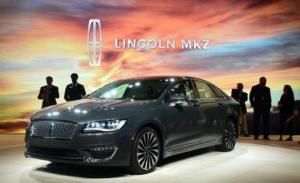 Imagen del híbrido Lincoln MKZ de Ford modelo 2017 en el Salón del Automóvil de Los Ángeles, el 18 de noviembre de 2015 (AFP | FREDERIC J. BROWN)