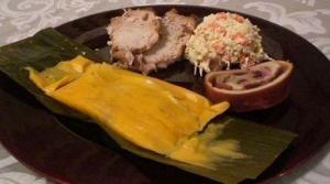 Plato típico navideño: hallaca, ensalada de gallina, pan de jamón y pernil / Archivo