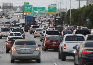 Las ventas de automóviles en Estados Unidos crecieron en noviembre impulsadas por una fortaleza en el sector de vehículos utilitarios y alentadas por promociones comerciales, mientras que las ventas anuales de la industria crecerían por encima de 18 millones de unidades. REUTERS/Joe Skipper
