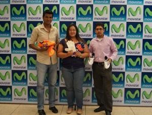 En la fotografía aparecen de izquierda a derecha, Félix Ruíz, Rosibell Zavala e Isaac Lira, ganadores de promocionales firmados por los jugadores del FC Barcelona.