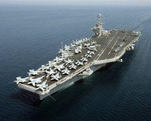 El portaaviones USS John C. Stennis, cabeza de la Gran Flota Verde de EEUU, impulsada en parte con biocombustibles de origen vacuno. (Wikimedia)