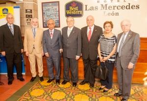 De izquierda a derecha, directores de la RAE: Bruno Rosario Candelier, Darío Villanueva, Francisco Arellano, René Fortín, Alfredo Matus Oliver, Susana Cordero y Jaime Labastida.