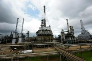 Refinería de petróleo en Nigeria, el 16 de setiembre de 2015 (AFP/Archivos | Pius Utomi Ekpei)