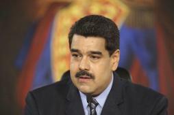 El presidente de Venezuela, Nicolás Maduro, habla durante una reunión en el Palacio de Miraflores, en Caracas, foto de cortesía suministrada por el Palacio de Miraflores, 17 de febrero de 2016. REUTERS/Miraflores