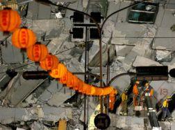 El gobierno en Tainan, la ciudad más afectada, dijo que más de 170 personas han sido rescatadas con vida del edificio de 17 niveles. EFE / R. Tongo